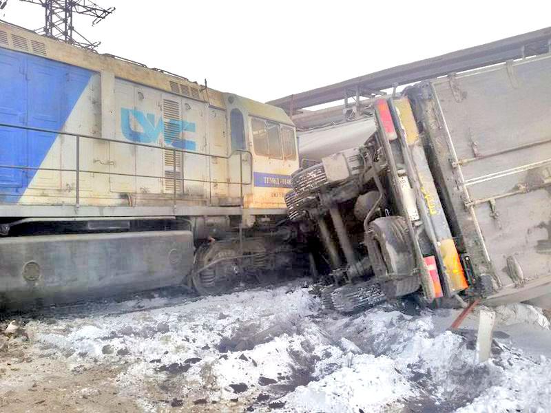 Авария произошла накануне, 7 ноября, на железнодорожном переезде недалеко от посел
