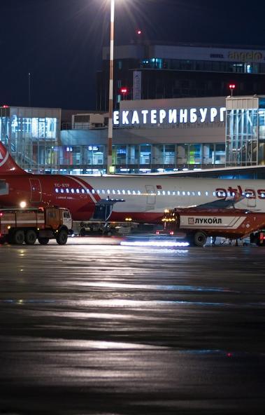 Самолет Ан-12 совершил нештатную посадку в аэропорту Кольцово в Екатеринбурге. Воздушная гавань в