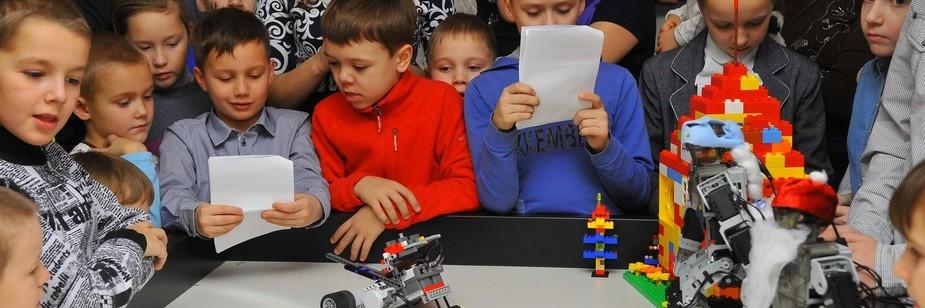 Учителям были предложены занятия по направлениям – «Робототехника», «Авиамоделизм», 2Судомоделизм