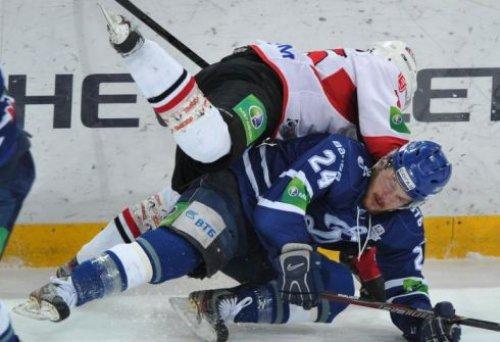В начале матча преимущество захватили московские динамовцы, которые усилиями Якуба Петружалека по