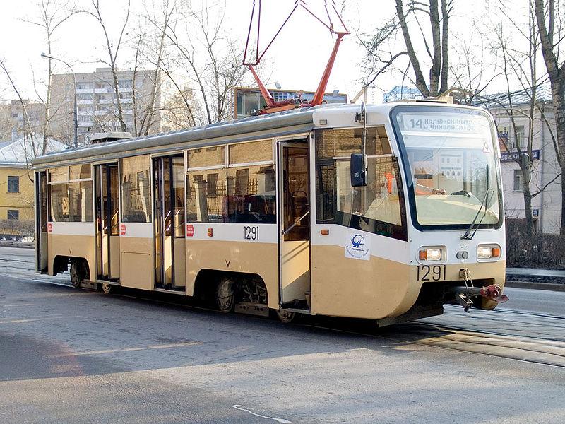 Также трамвайным остановочным пунктам «Северный автовокзал», расположенным на пересечении улиц Ки