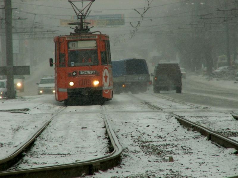 Власти считают, что только повышение платы за проезд позволит спасти муниципальный транспорт от б