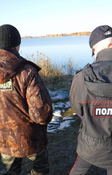 В Верхнеуральском районе Челябинской области, на Малом Чебачьем озере, сотрудники ООПТ с поличным