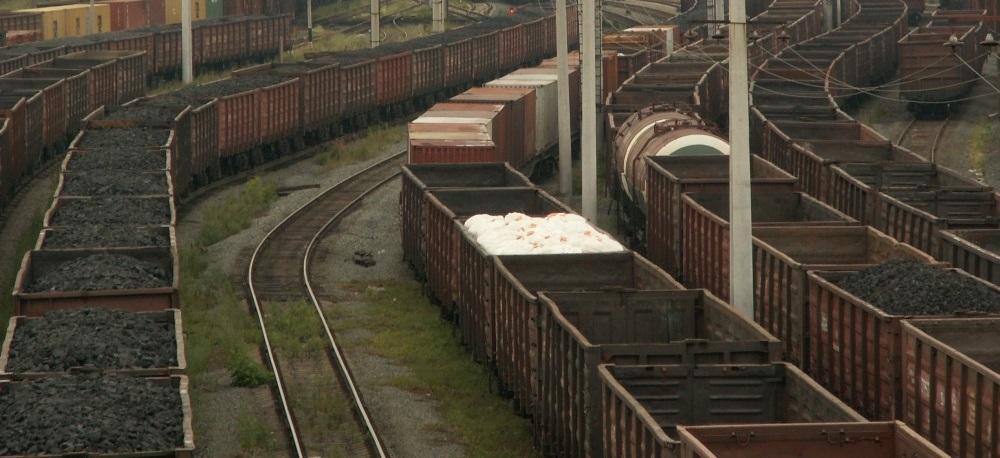 В ответ на санкции Киева, предусматривающие запрет осуществлять перевозки и тран