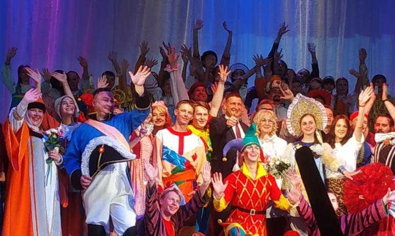 Образцовый театр-студия «Контакт» при Дворце культуры железнодорожников отпраздновал 50-летие. Ко