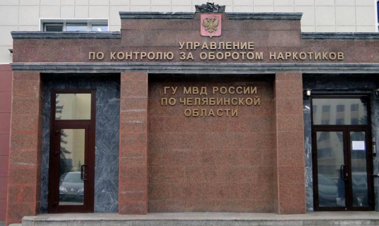 Полицейские Челябинска накрыли наркопритон, который организовал у себя в квартире такой же любите
