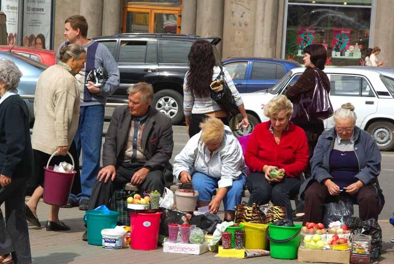 В Челябинске убирают несанкционированные торговые точки и дают дорогу садоводам. Сегодня,