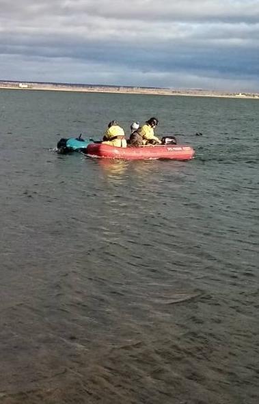 Сотрудники МЧС спасли девятилетнего мальчика, которого на надувной лодке унесло ветром на середин