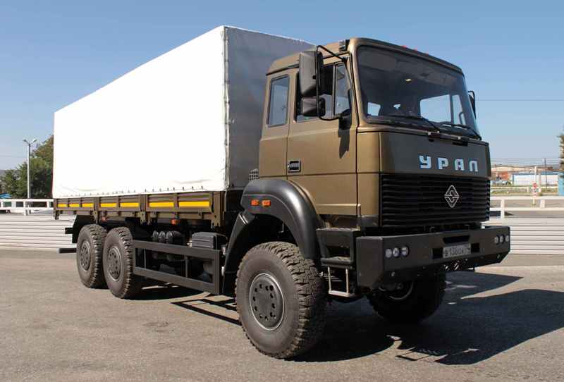 В смотре техники участвуют перспективные автомобили «Урал»: многофункциональный защищенный «Урал-