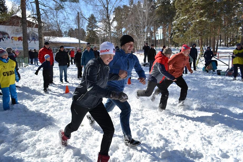 На заводе «Уральская кузница» (ПАО «Уралкуз», входит в Группу «Мечел») прошел спортивный праздник