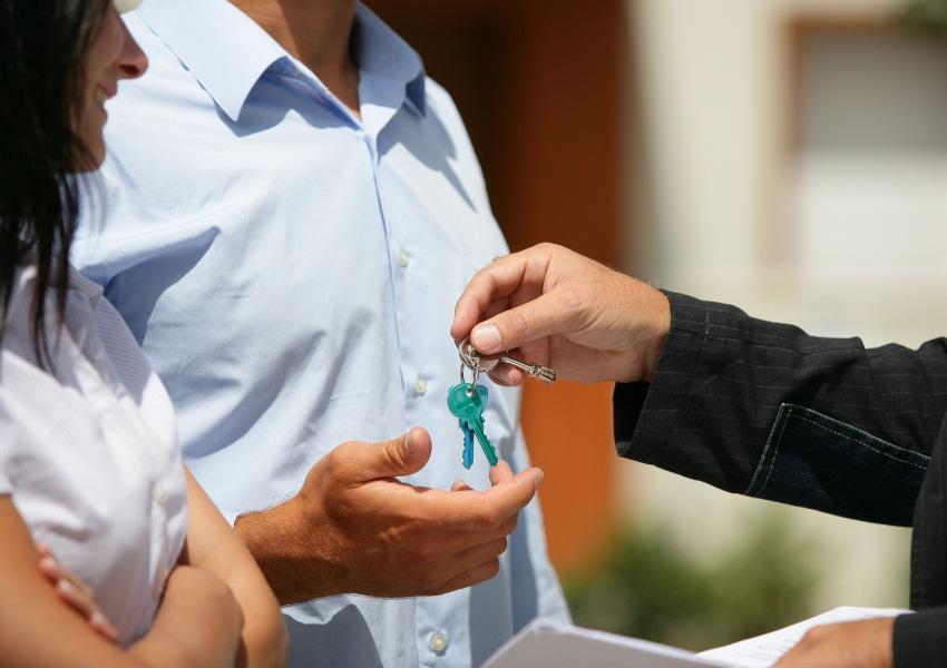 Каждому человеку, стремящемуся приобрести собственное жилье, рано или поздно доводится принимать
