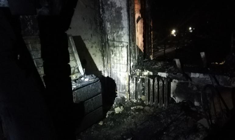 В Аше Челябинской области из-за пожара из пятиэтажного дома огнеборцы вывели на свежий воздух 16