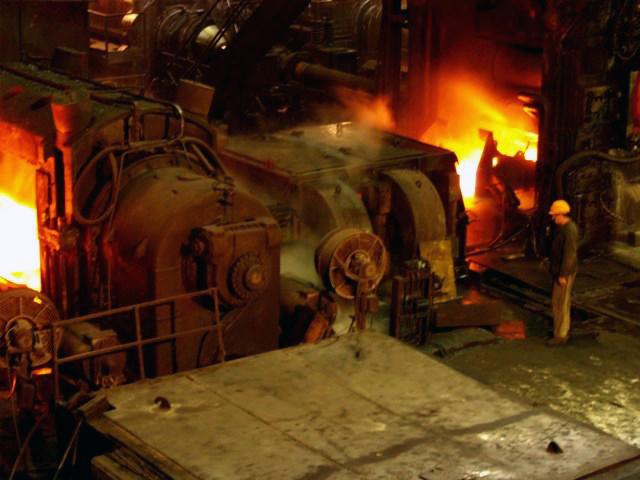 На стенде ОАО «ММК» - одного из ведущих поставщиков для российской судостроительной отрасли - буд