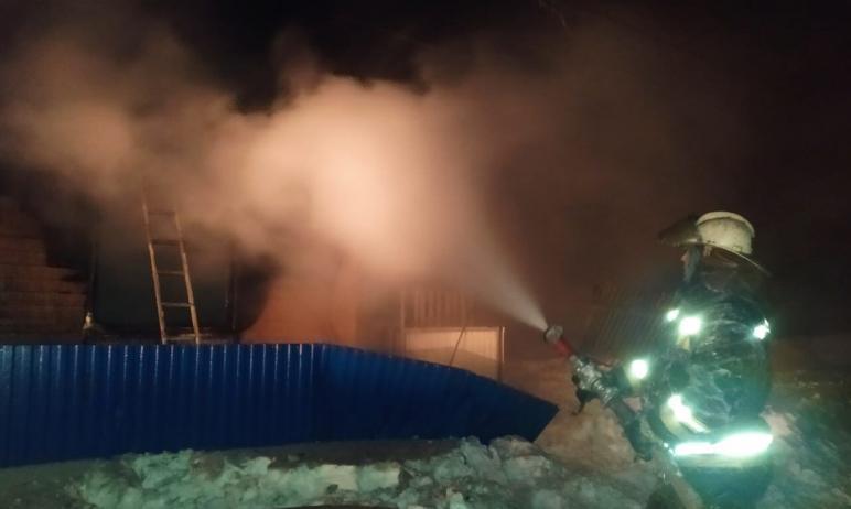 Сегодня ночью, 17 февраля, сотрудники МЧС работали на пожаре, который произошел в частном жилом д