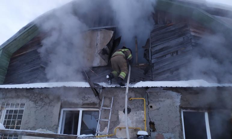 В результате пожара в Челябинске пострадали три человека. Две женщины и мужчина были госпитализир