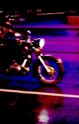 В Челябинске столкнулись два мотоциклиста. От удара их байки разлетелись в разные стороны, один и