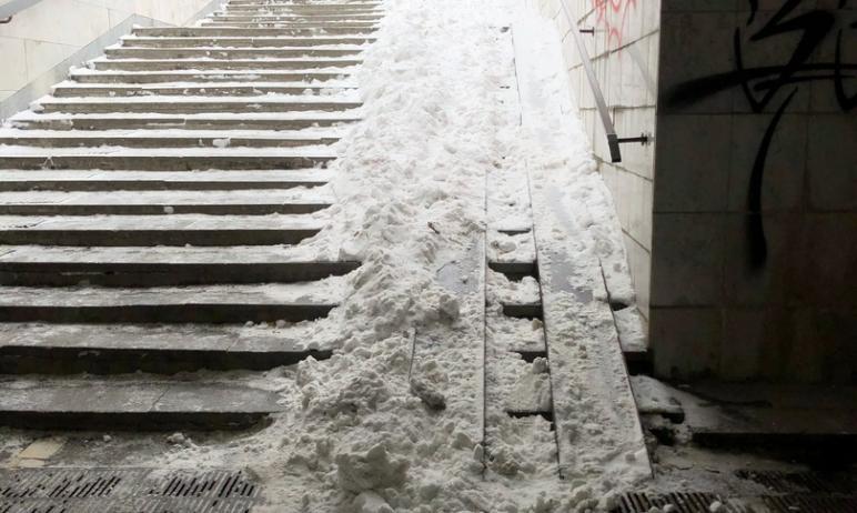 Челябинцы жалуются на удручающее состояние подземного перехода на проспекте Ленина (остановка общ