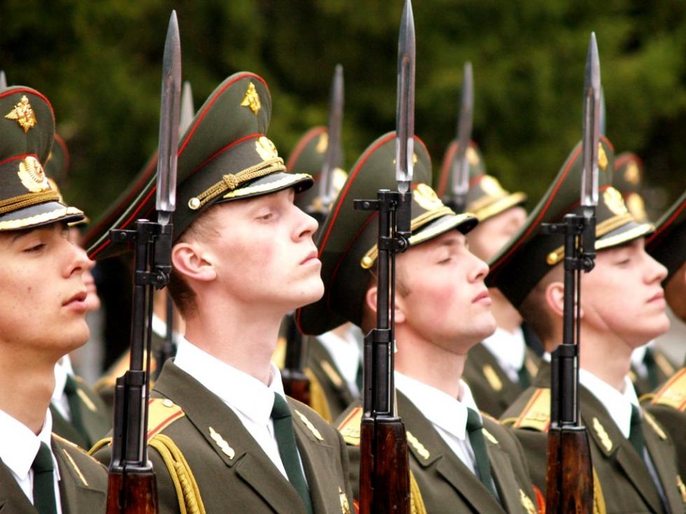 """""""Денежное довольствие в армии планируется увеличить более чем в три раза, а выплаты пенсионерам -"""