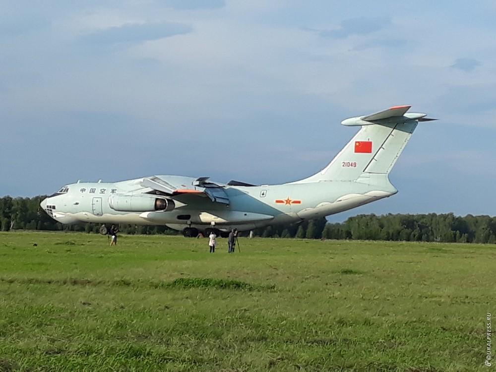 На гвардейскую базу Шагол в Челябинске только что высадились два самолета ИЛ-76 Китайской народно