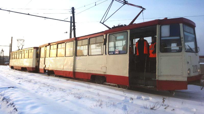 В Металлургическом районе Челябинска сегодня, 18 января, запустили два вагона-челнока на участках