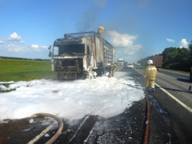ЧП произошло на 687 километре федеральной трассы М-7 Цивильского района республики Чувашия. Вспых