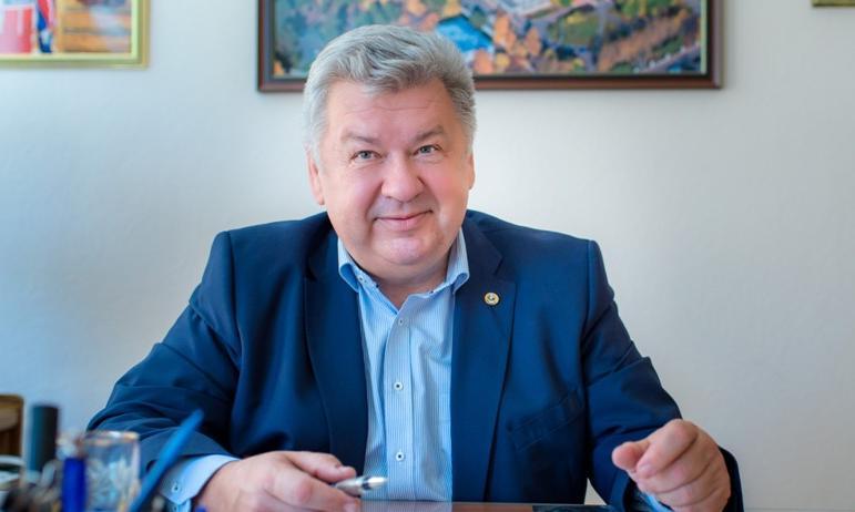 Главный врач Челябинского областного клинического онкологического диспансера, академик РАН, главн