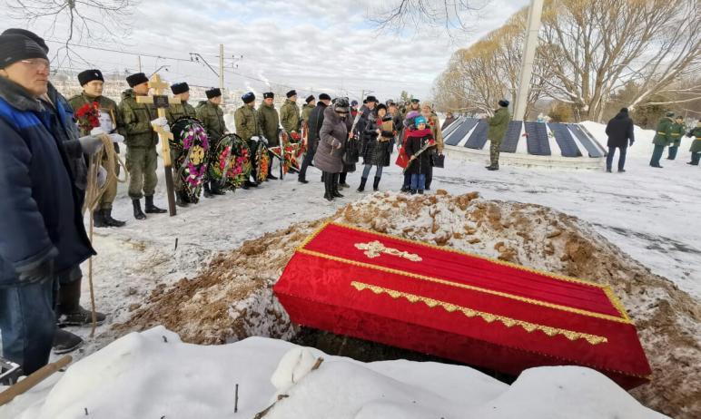В Златоусте (Челябинская область) с воинскими почестями перезахоронили прах красноармейца Дмитрия