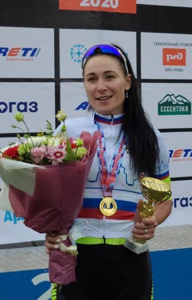 Спортсменка из Копейска Эльвира Хайруллина (Челябинская область) стала чемпионкой страны по маунт