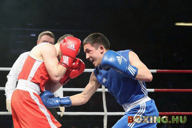 Ученик заслуженного тренера России Александра Кувакина нанес поражение Анвару Музапарову из Казах