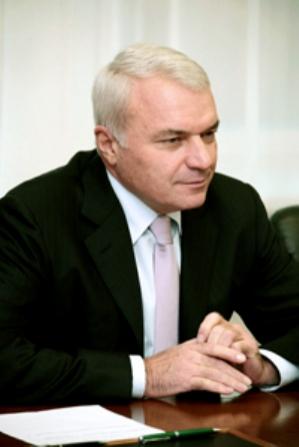 Виктор Рашников не собирается уезжать из родного города. Об этом президент управляющей к