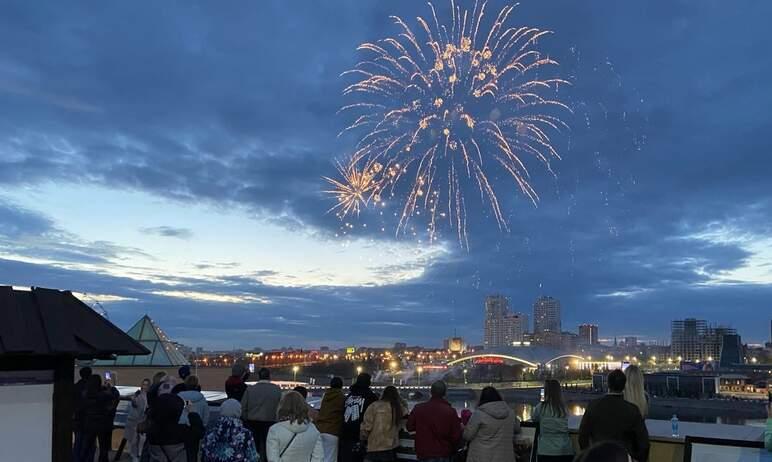 В Челябинске в субботу, 11 сентября, во время праздничного салюта по случаю 285-летия города аква