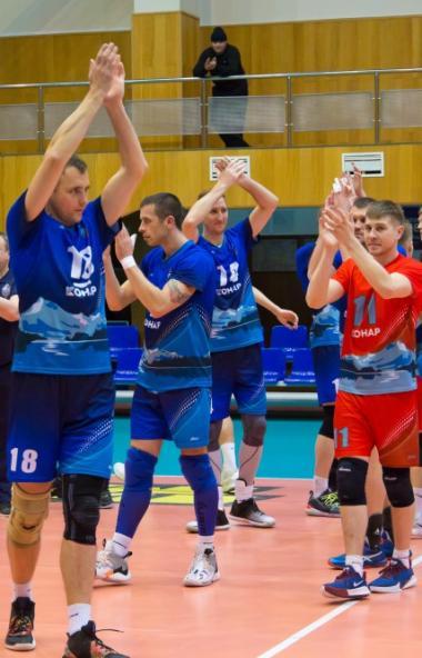 Челябинские волейболисты возглавили турнирную таблицу чемпионата страны. Команда «Динамо» одержал