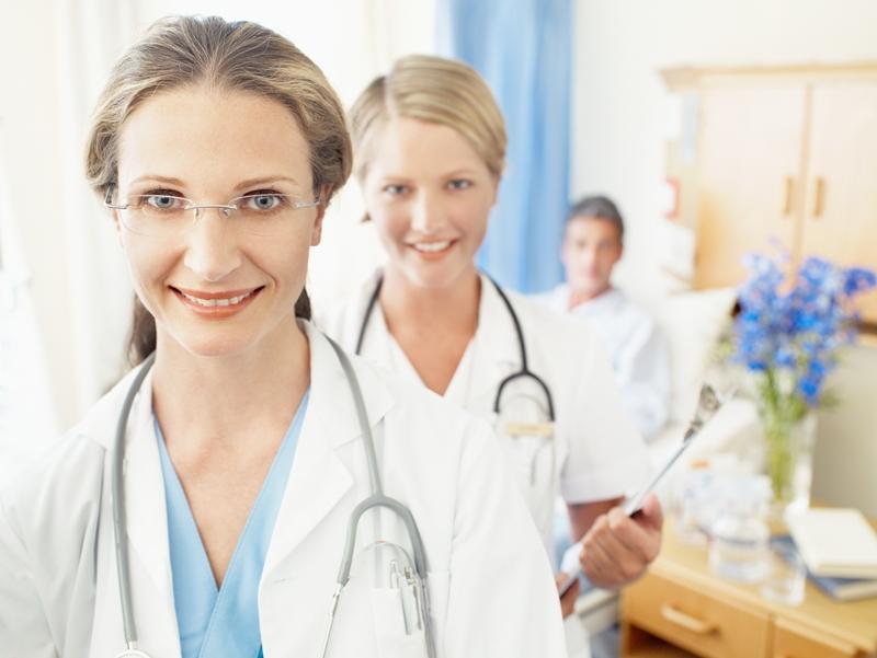 Многие начинают отмечать День медицинского работника уже накануне, в пятницу. Персонал больниц со