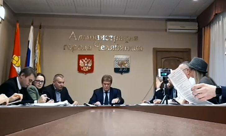 Временно исполняющий полномочий главы Челябинска Владимир Елистратов и экоактиви