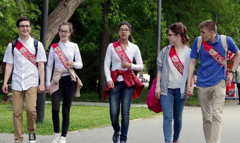 В Челябинской области родителям выпускников посоветовали проводить праздничные мероприятия по пов