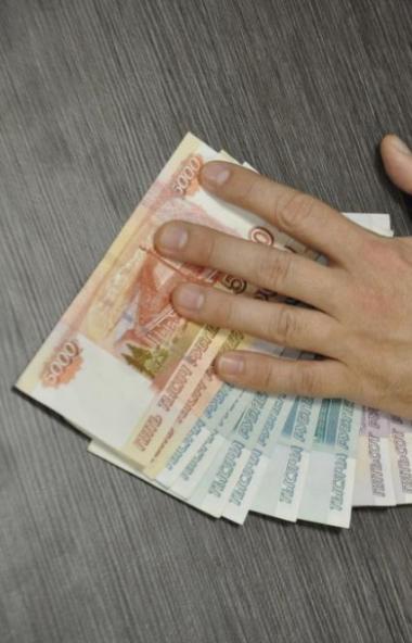 Житель Челябинска заплатил штраф в размере 300 тысяч рублей за попытку дать взятку полицейскому т
