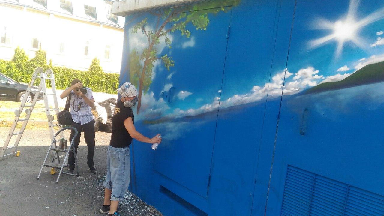 Сегодня, 19 августа, на Площади Павших революционеров в Челябинске художники из команды «Graffiti