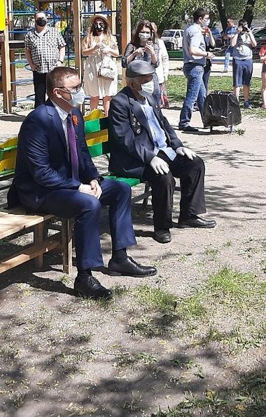 Глава Челябинской области Алексей Текслер сегодня, девятого мая, поздравил с 75-летней годовщиной