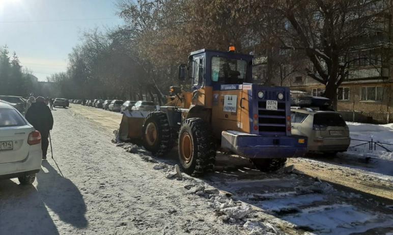 Депутат Госдумы Андрей Барышев выделил технику для уборки снега возле школы в поселке Шагол город