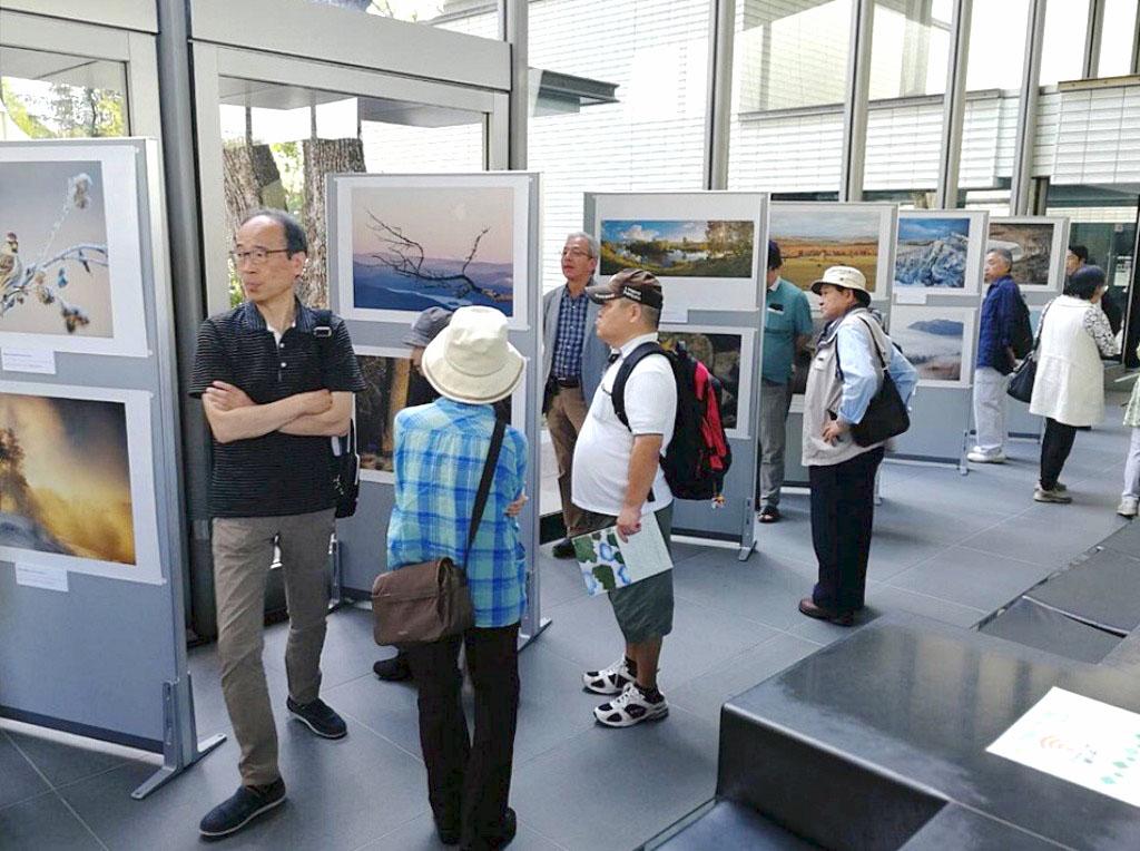 Челябинская фотовыставка «Первозданная Россия» вчера, восьмого октября, открылась в художественно