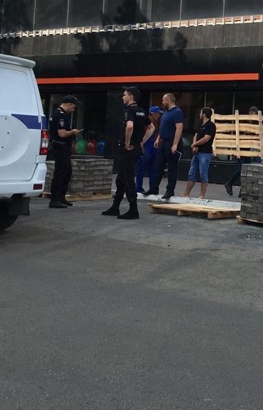 В полицию Челябинска обратились местные жители, которые сообщили о том, что на улице Советской, н