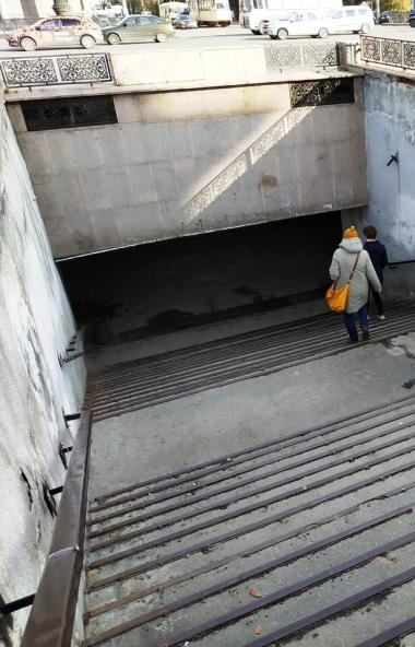 Страшные, убогие и опасные для жизни: ремонт в подземных переходах на площади Революции в Челябин
