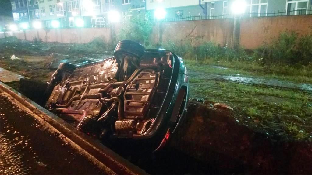 Авария произошла в ночь на 15 сентября у дома №94. «Автомобиль, входя в поворот, не рассчитав