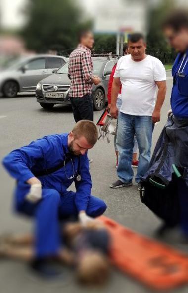 В центре Челябинска на пешеходном переходе водитель иномарки сбил ребенка. Второклассник без созн