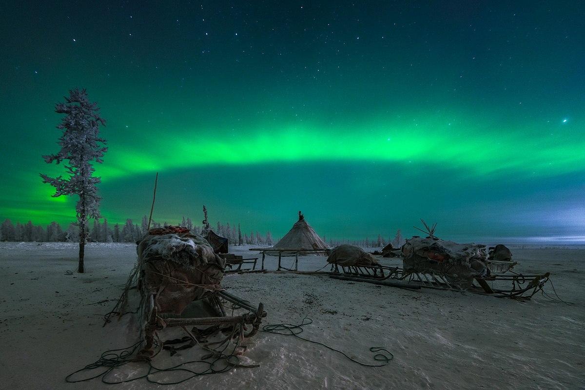 Авторы экспозиции — двое российских пейзажных фотографов и путешественников. Кирилл Уютнов являет