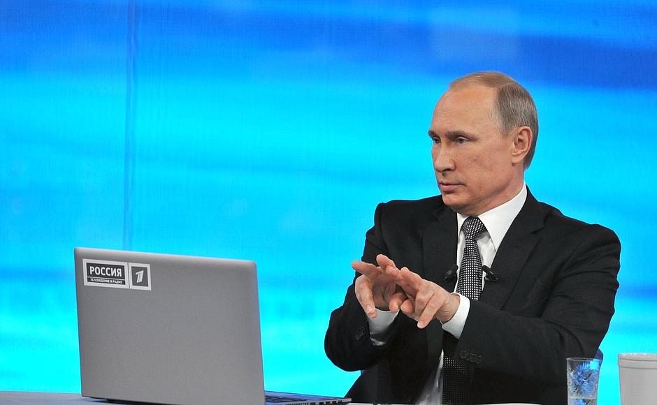 «Вы меня поставили в сложное положение, - со смехом сказал Владимир Путин.- Приказать я ничего не