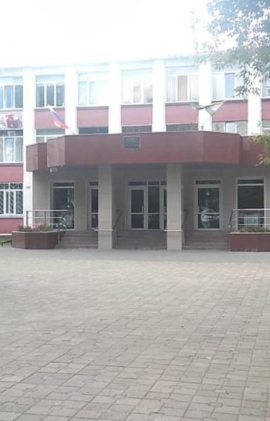 В гимназии №80 Челябинска один из классов отправлен на дистанционное обучение в связи с подозрени