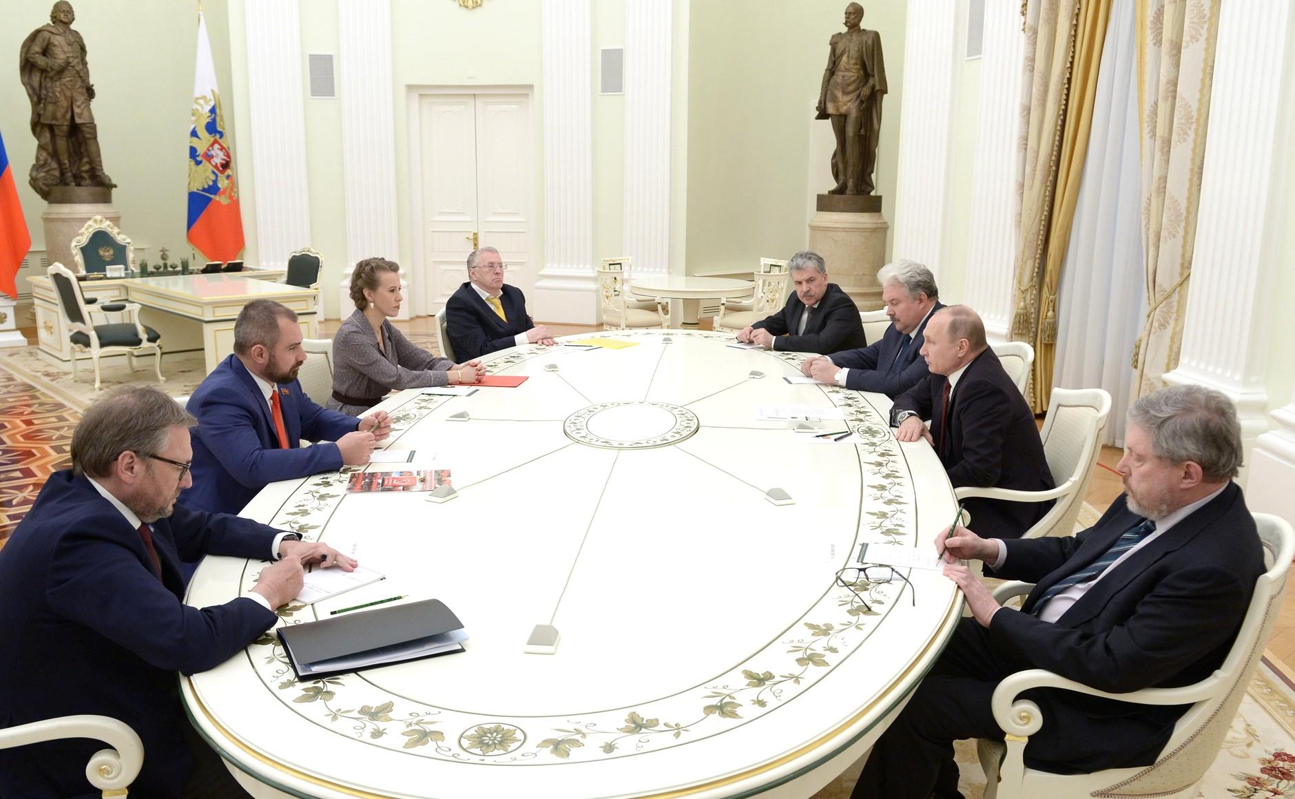 Такое мнение высказал лидер партии «Яблоко» Григорий Явлинский на встрече президента Владимира Пу