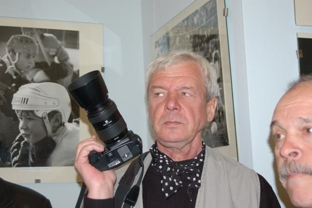 Проходит жизнь, мгновения остаются – так сказал о своих фотоработах Валерий Иванов на открытии пе