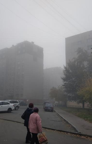 Жители Челябинска и Коркино жалуются на жуткий запах у тумана, накрывшего областной центр и приго